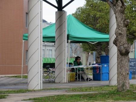 本部は緑のテントが目印