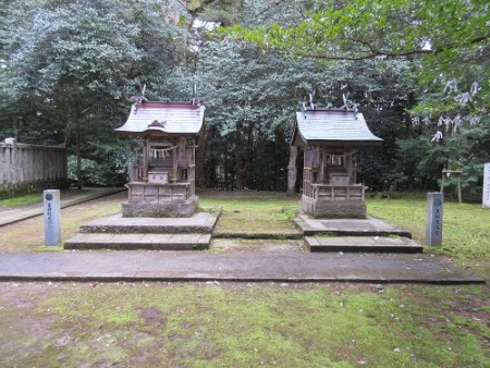 左が東仲町天満宮、右が魚町天満宮、本殿左には同じ造りの西仲町天満宮がある。